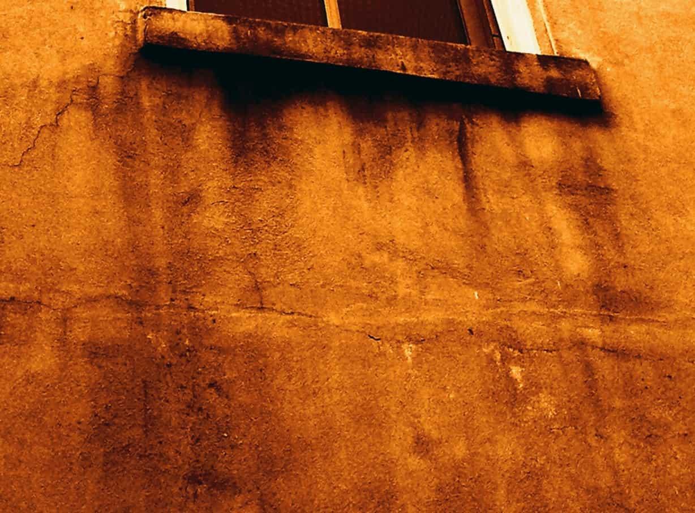 moisture damage in stucco